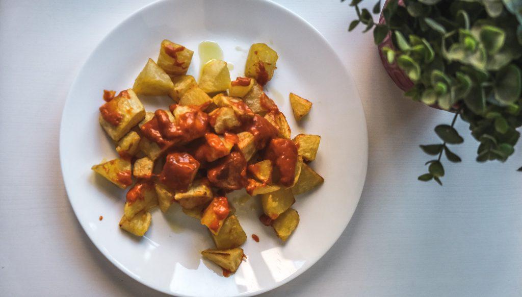 How-to-make-bravas-potatoes