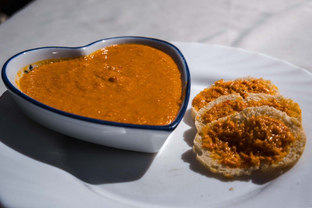 How-to-make-Canarian-mojo-sauce